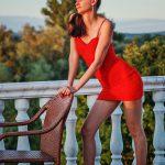 Jana im roten Kleid