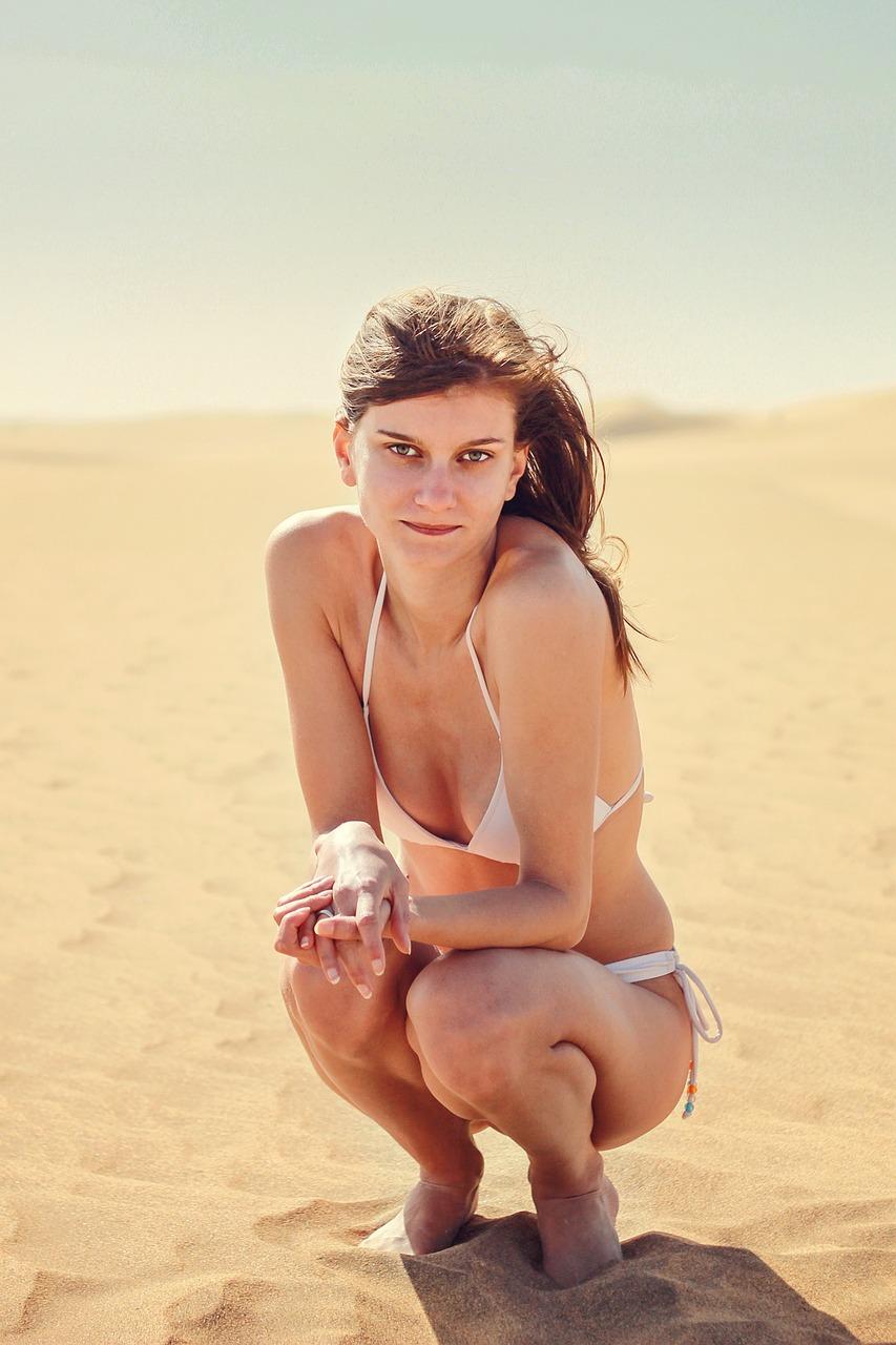 Jana im weißen Bikini